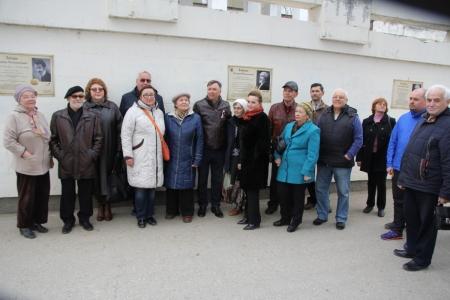 В преддверии 200-летия великого мариниста в Феодосии открыли мемориальные доски с именами художников
