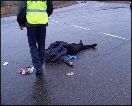 В Феодосии в четверг, 15 декабря, переходившие проезжую часть дороги пешеходы дважды попадали под колёса автомобилей.