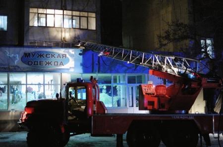 В Феодосии с окна многоэтажки выкинули горящий матрас