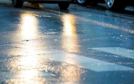 В Феодосии дороги как зеркало (страшный гололед)