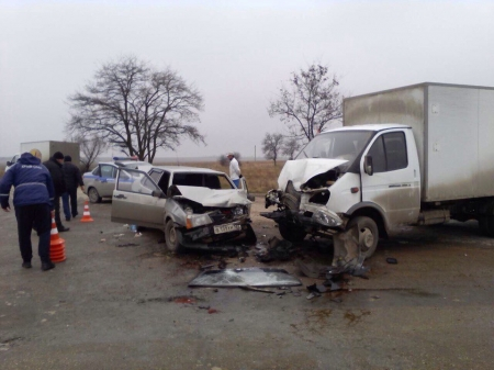 На автодороге Нижнегорск - Белогорск произошло ДТП с участием автомобилей «ВАЗ 2199» и «Газель».