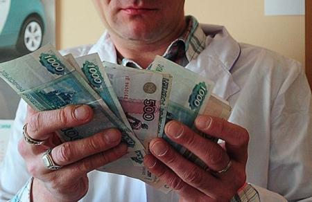 Зарплата медперсонала и преподавателей в Крыму выше средней по ЮФО – Крымстат