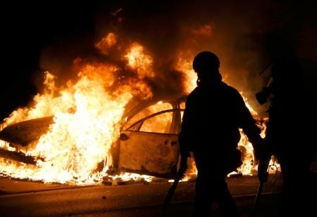 В Феодосии продолжают жечь машины.