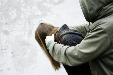 В Феодосии, в районе Кинотеатра Украины на девочку напал взрослый мужчина.