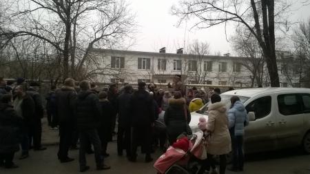 Митингу быть. Сегодня жильцы дома на Крымской провели очередное собрание.(Видео)