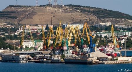 Инвестор предложил организовать перевалку цемента через Феодосийский торговый порт