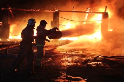 Огнеборцы спасли пять человек на пожаре в Кировском районе Крыма